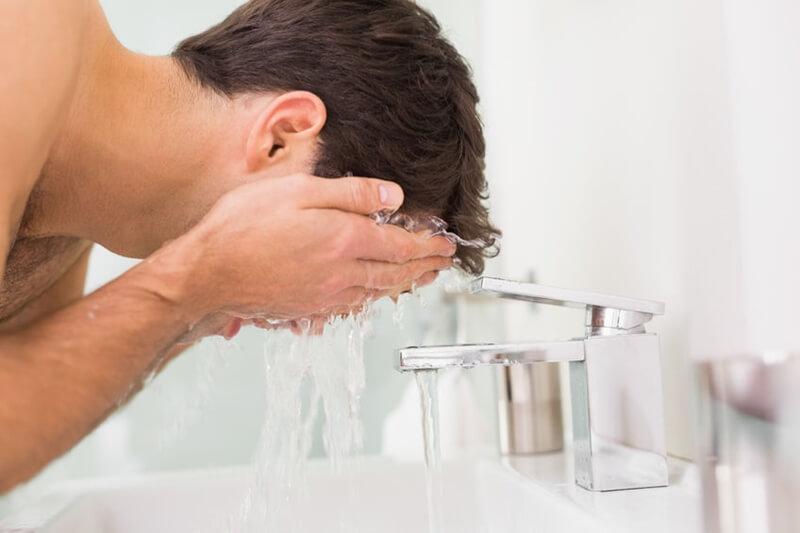 男性の洗顔